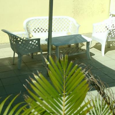 Coin salon de jardin sur la terrasse